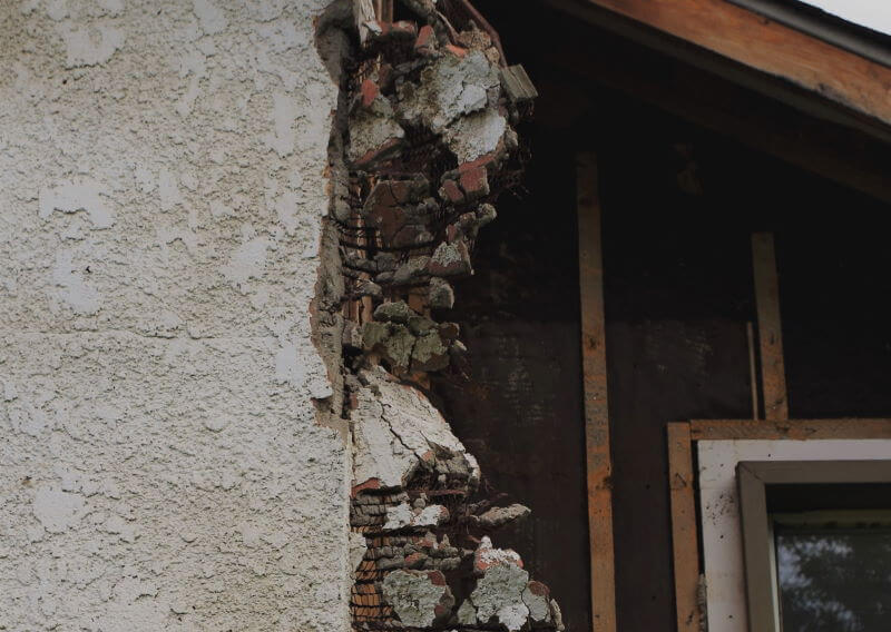 Selling house with damaged asbestos